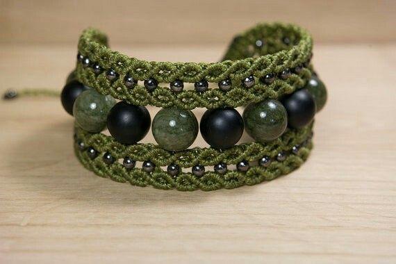 micro macrame bracelet with onyx and jadeite stones, handmade with waxed threads