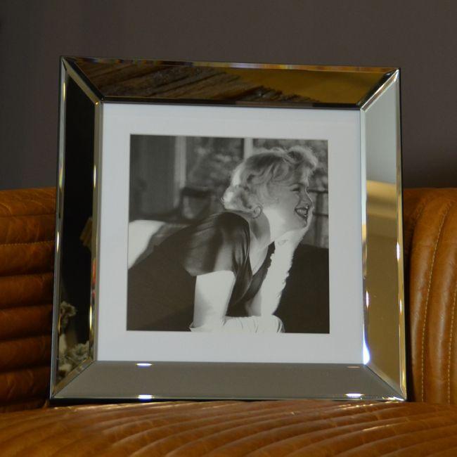 Marilyn Monroe Beverly Hills Hotel 1958 – Rahmen : Spiegelglas mit Facettenschliff -Bild : B x H ca. 40 x 40 cm