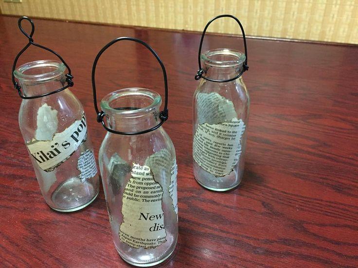 かわいい形の瓶に、英字新聞をデコパージュして一輪挿しに。 壁に掛けられるようワイヤーを付けました。  このかわいい瓶・・・高知県では、メジャーな柚子ジュース【ごっくん馬路村】  夏のmy冷蔵庫には、かかせません(*^_^*) ・・・・・・・・・・・・・・・・・・・#リメイク #ハンドメイド #高知県 #柚子 #英字新聞  #デコパージュ #ごっくん馬路村  #一輪挿し