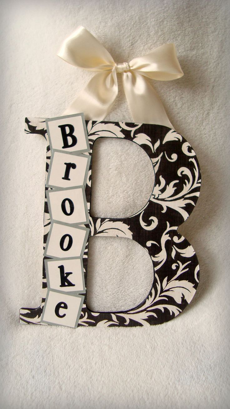 Cute and easy to make...would be great for the doors of a new house! Personalize to match everyones fave colors, or even do first initials with nicknames