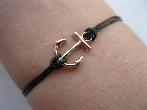 I love the simplicity. Could do this same design with an infinate number of center pendants.