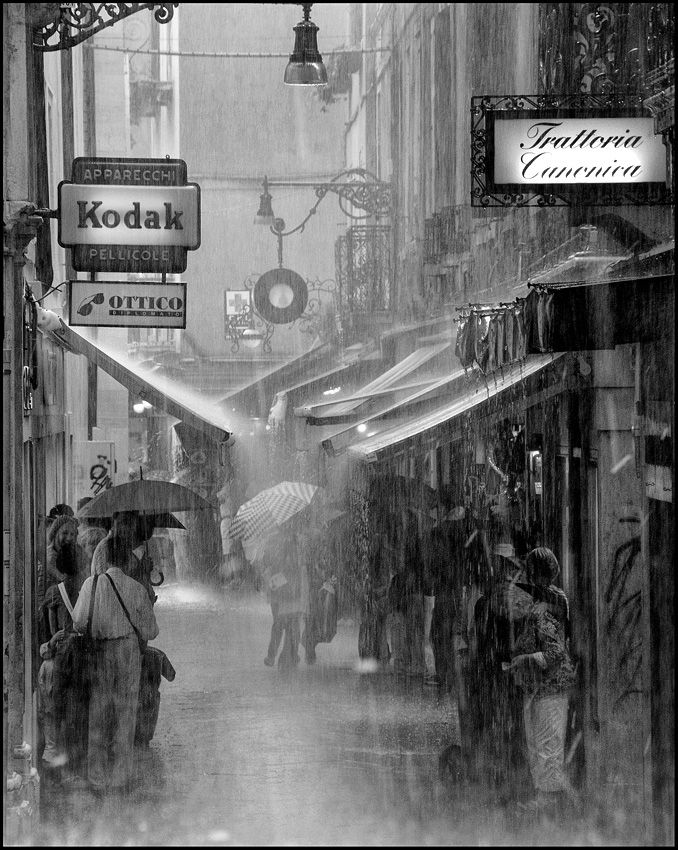 Don't let the rain slow you down. Black and white city pictures are the BEST when it's raining!
