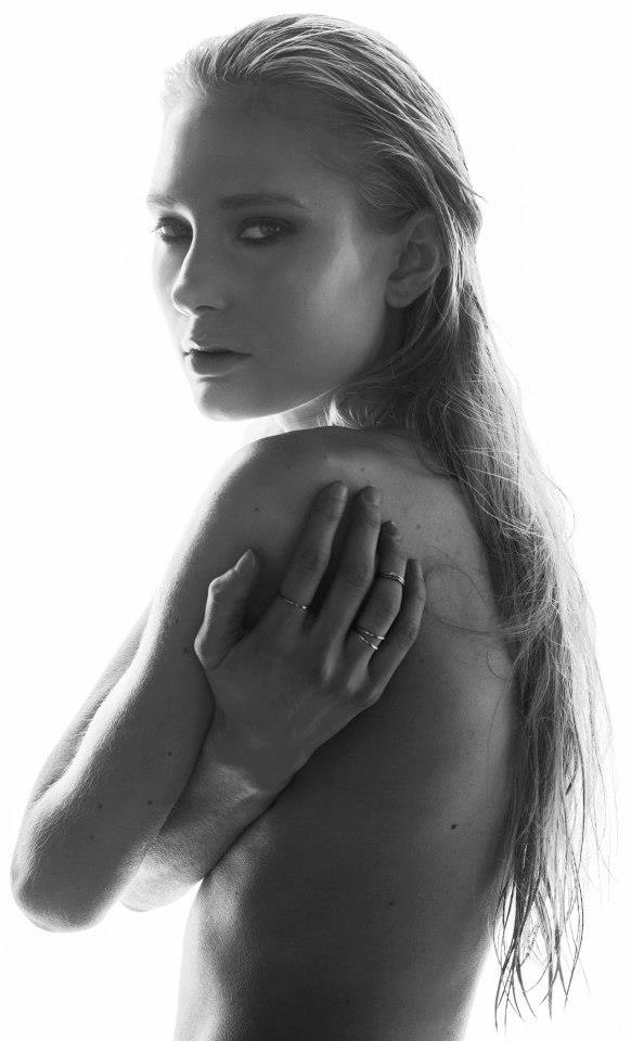 photo :Marteline Nystad  Modell: Mari / Heartbreak Model-Management  MUA: Emilie E. Larsen – på Bilder Nordic School of Photography med Mari Borgersen og Emilie E. Larsen.