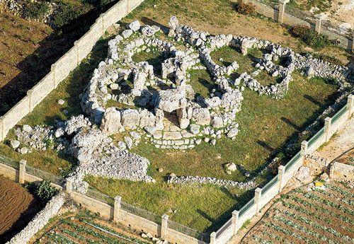 タハージュラ神殿/ Ta' Hagrat Temples  マルタ島西部イムジャール/ Mgarrにある神殿。普段は管理上閉められていて見学には事前の予約が必要。近くにうさぎ料理で有名なバーもあります。見学所要時間約15分。