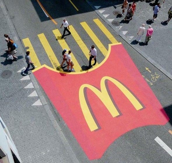 McDonalds e le strisce pedonali a patatina