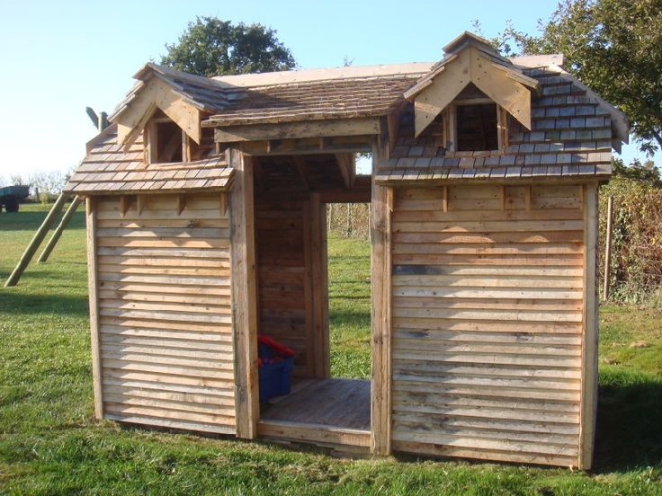 52 best images about pallet playhouse fort on pinterest for Wood pallet fort