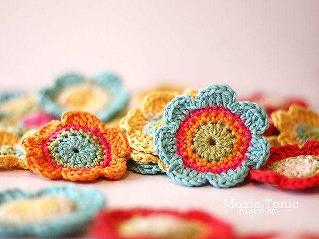 Ravelry: Bloomin' Daisies pattern by Natalie Gowen. Free download.