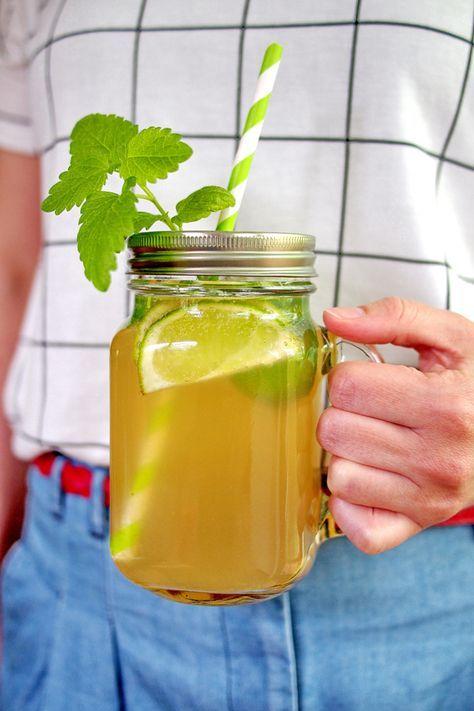 """Limonade mit Rohrzucker und Zitronenmelisse - """"Fee ist mein Name"""""""