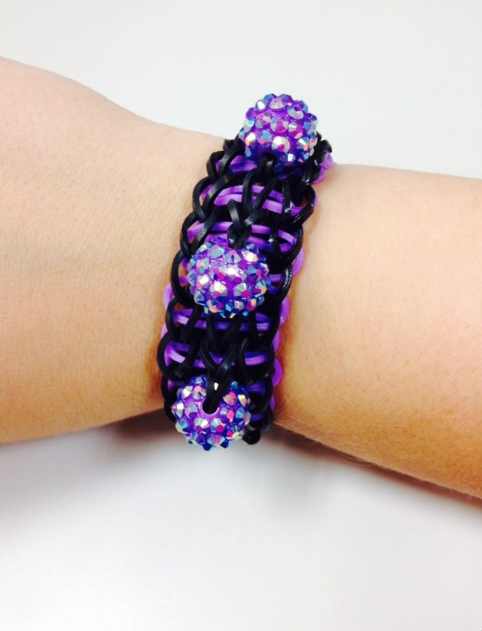 Add some sparkle to your Bandaloom rubber band bracelet! #diyjewelry #accessory #pretty
