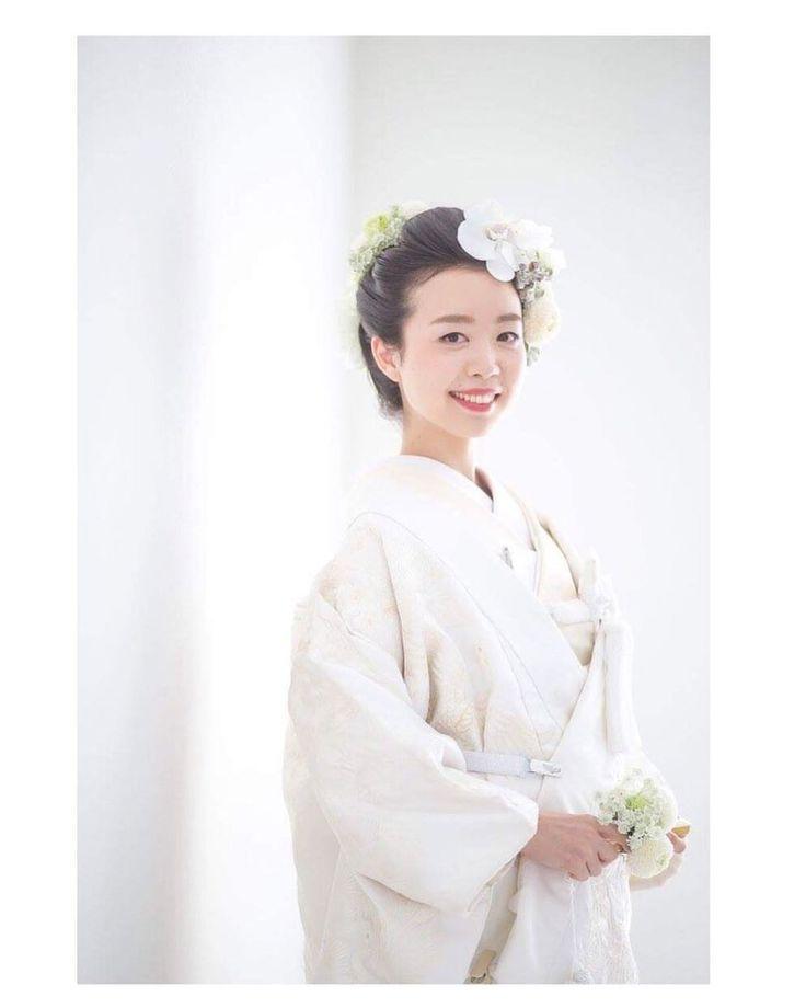 🐛頭の生花について🐝 和装のヘアは、綿帽子の下に、生花を乗せた新日本髪にしました。 ヘッドパーツは希望の分の生花を付けると、3万円ですと言われ… お花の高さを痛感しました🤕 ですが、自分で用意 - h_a_u_y_wedding