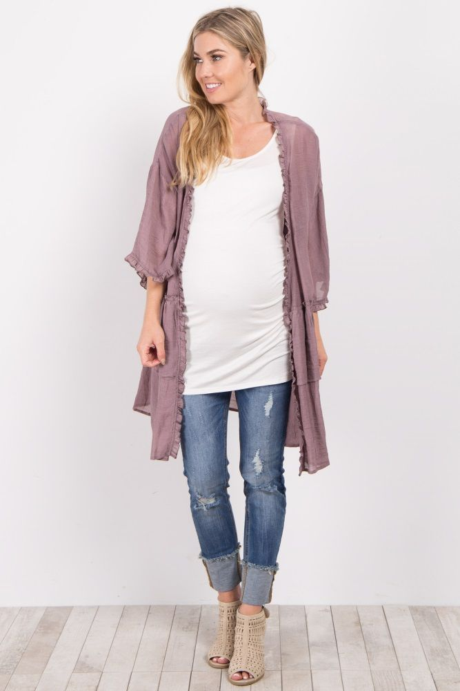 Layer your transitional wardrobe with a light, free flowing piece that is sure to tie your entire look together in seconds. Over a print or solid, this long maternity cardigan is versatile enough to pair with every style morning to night.