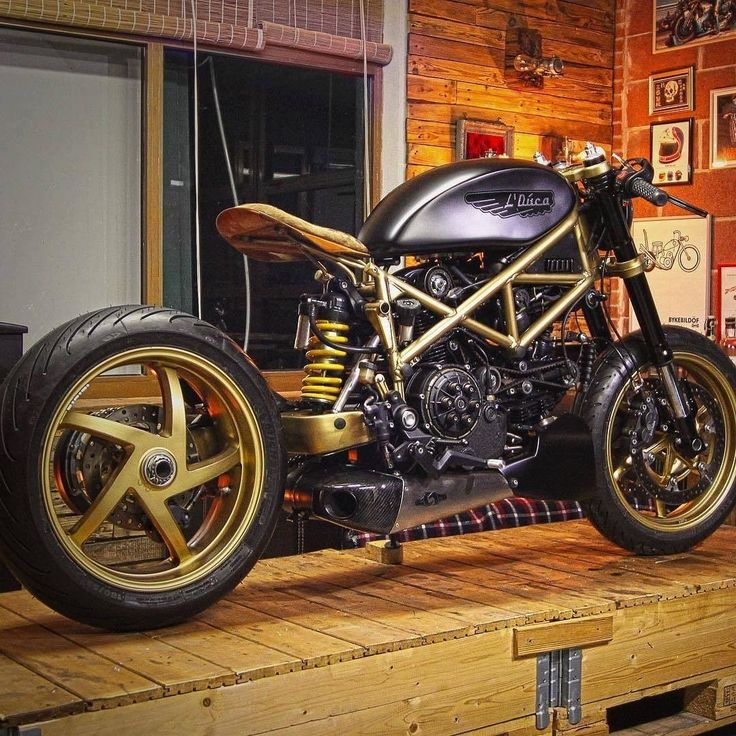 17 best ideas about ducati cafe racer on pinterest motor scrambler scrambler ride and ducati. Black Bedroom Furniture Sets. Home Design Ideas