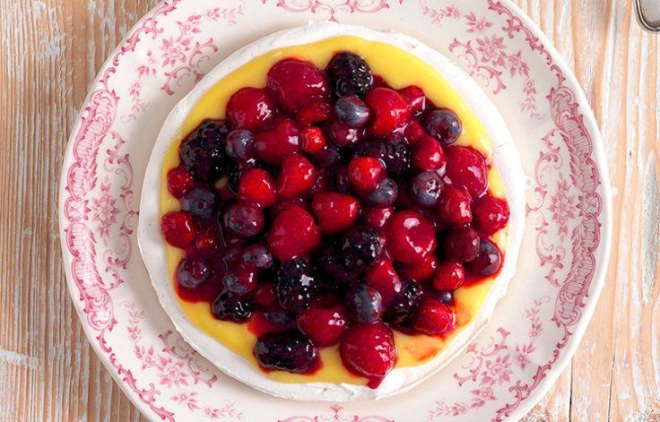 Meringata com lemon curd e frutti di bosco