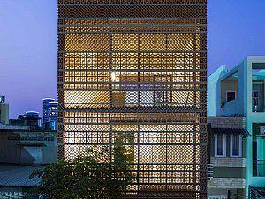 Bu hafta beton dışı dosyasında terracotta bloklarlarla örülmüş cepheleriyle karakter kazanan Vietnam'da yapılmış bir ev projesi var.