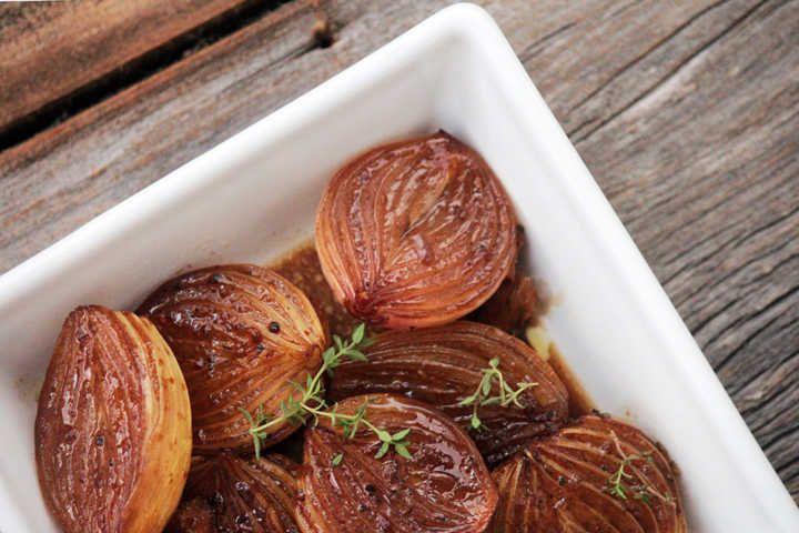 Cebolas assadas e caramelizadas: fáceis e deliciosas