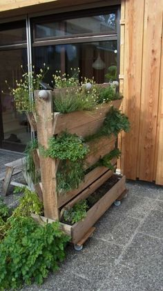 flowerbox divider for your balcony garden http www 1 2. Black Bedroom Furniture Sets. Home Design Ideas