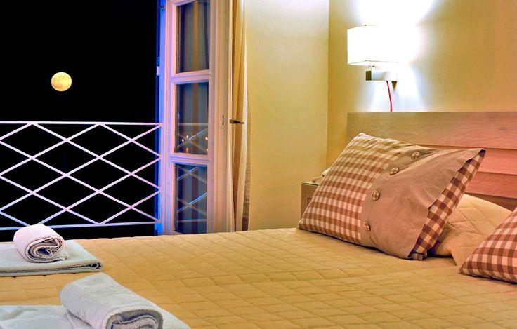 Esperance 1 Rooms #Ermoupolis #Syros # Cyclades #Greece http://www.rooms-2-let.com/3019/Esperance_1_