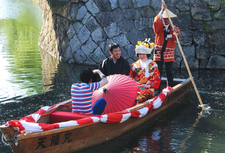 Kurashiki river is also popular for locals to hold a wedding ceremony.