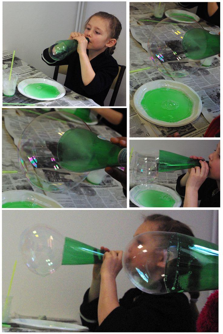 bulles de savon géantes - atelier  http://www.nastiyaaucarre.com/2015/05/bulle-de-savon-geante.html