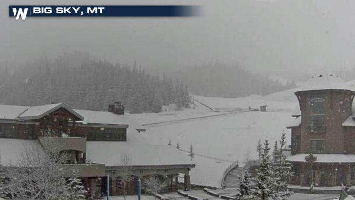 snow-Снег выпал 17 мая 2017 года в США  Снег продолжает падать по всему Западу, поскольку штормовая система позднего сезона приносит скопления в этот регион. Зимний шторм простирается от Биттеррута до Скалистых гор, а также около Вайоминга.