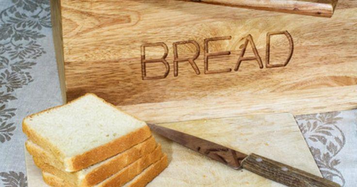Como dissolver o fermento para assar . O fermento é um ingrediente necessário para todos os pães. Ele não dá ao pão apenas o crescimento, a textura macia e fofa, mas também um sabor distinto ao gênero conhecido por pães fermentados. Pães, pãezinhos, massa de pizza, palitinhos, roscas e tudo o que requer amassar, socar, crescer e assar exige fermento. Na maioria das receitas, ele pode ...