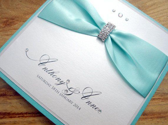 Convites em azul Tiffany: detalhes que deslumbram - Outra sugestão de convite para casamento em azul Tiffany. De qual você mais gostou?