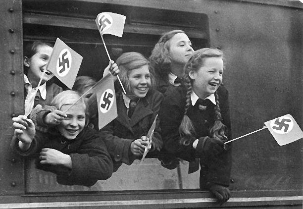 Berlin, Anhalter Bahnhof, Kinderlandverschickung. während des Krieges. 1942.