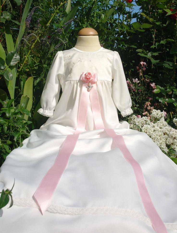 Nydelig dåpskjole Flower fra Grace of Sweden. Dåpskjolen passer til både gutt og jente.