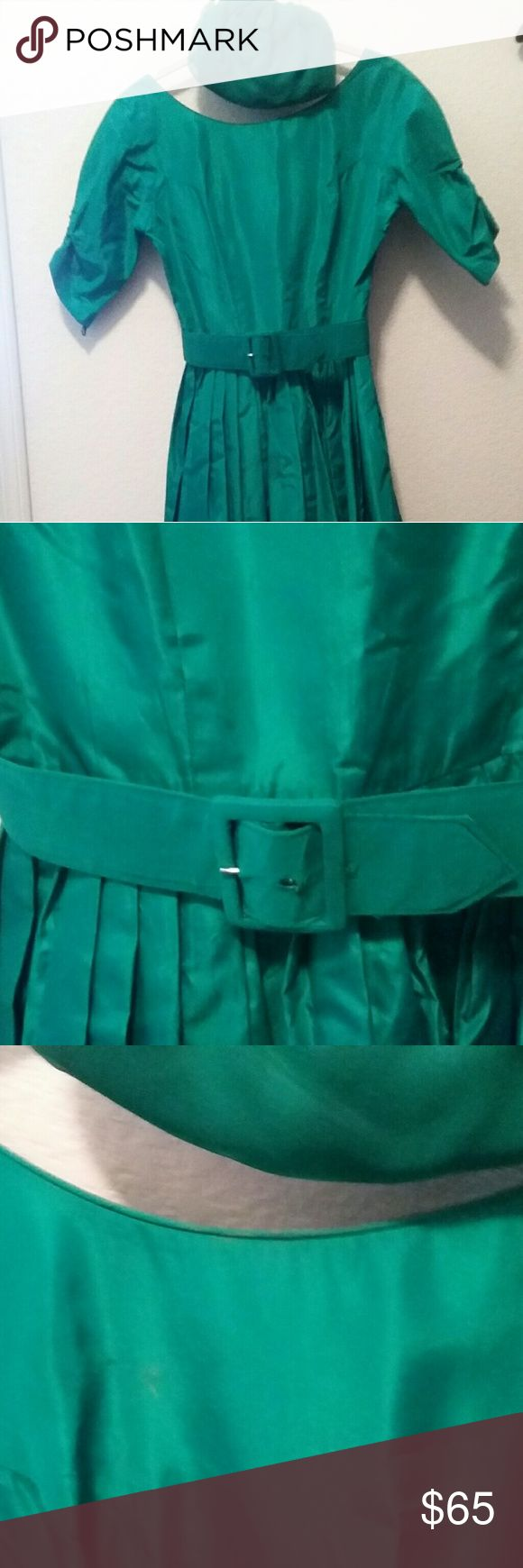 VINTAGE green taffeta dress and purse Vintage green taffeta dress..has a seam opening.this piece is 55 years old but awesome..I'd have a seamstress redo neckine.has a tiny hole on right side..purse has vintage irradescent jeweled closures.belt loop needs to be seen back in..rare find .should be in movies from the 50s..gorgeous dress..the purse has little exterior runs..but not too noticeable..great interior.gold chain handle..comes with matching purse.. Dresses Midi