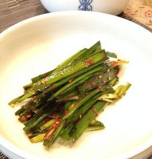 野菜のパンチャンでごはん 「ニラムッチム」と「胡瓜の炒めナムル」。