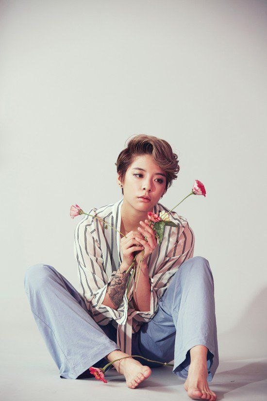 f(x)'s Amber looks beautiful in her teaser images | http://www.allkpop.com/article/2015/10/fxs-amber-looks-beautiful-in-her-teaser-images