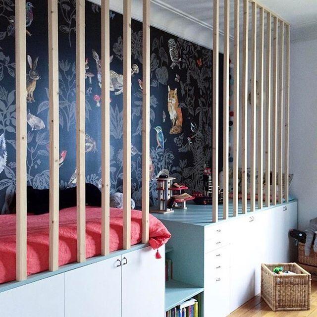 Nathalie Lete wallpaper spotted in this beautiful kids room at @amelie_colombet. Thank you for letting me share   DKK 3699. Shop link in bio.  #studiominishop #nathalielété #wallpaper #kidsroom #kidsdecor #kidsinterior #børneværelse #tapet #børneinteriør