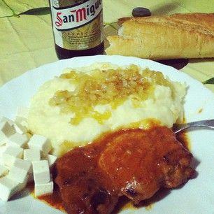 Puré de patatas con cebolla confitada y pollo al horno a la barbacoa! Y mi San miguel!! #BuenProvecho! #food