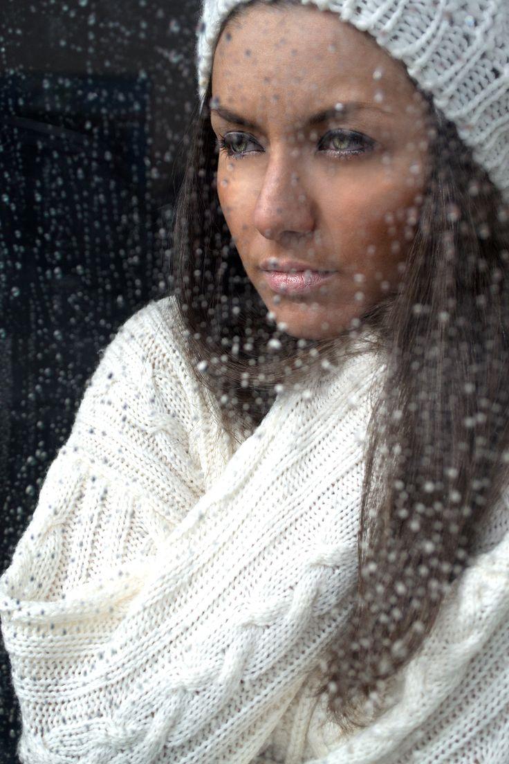 Model: Maria Ronzhina Photographer: Ksenia Belova #rain #portrait #look #cold #cosy #white #jumper #window