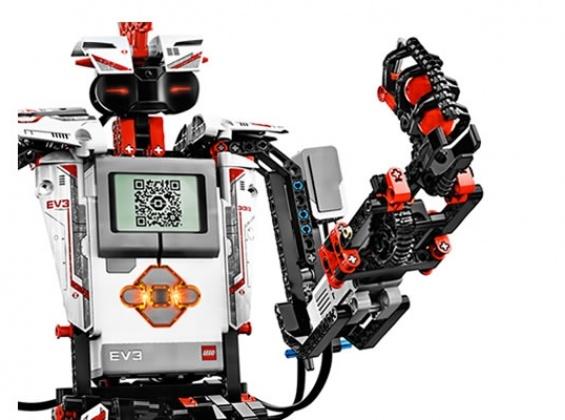 Legio mindstorms 3 robot bouwpakket.   Lego Mindstorms EV3 maakt programmeerbare robots eenvoudiger dan ooit. De sofware om een robot te programmeren is bijgeleverd. Hierbij is ook aandacht voor het eenvoudig programmeren doordat bouwstenen die zijn toegevoegd automatisch worden herkend. De basis set die Lego aanbiedt is voorzien van 12 instructies voor verschillende robot modellen.