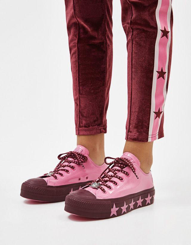 8fb8617a980 Converse X Miley Cyrus new collection available now! - Bershka  #conversexmiley #converse #mileycyrus #miley #chucktaylor #fashion #product  #young #trend ...