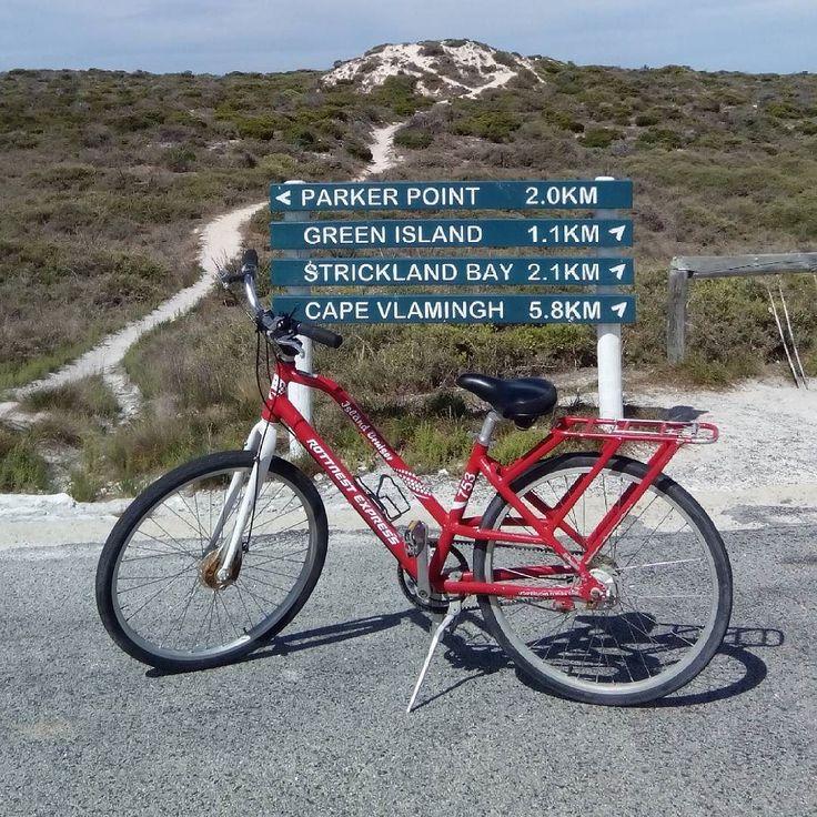 MEMILIH JALAN. Mercu suar kanan atau kiri ya?  #thisisWA #NGTravelMate #westernaustralia #rottnestisland #fremantle #bikelife #biketours #australia by muthiaesfand http://ift.tt/1L5GqLp
