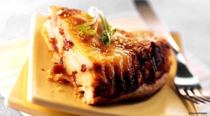 Retrouvez, ci-dessous, la recette de la tourte de pommes de terre, fromage et speck (jambon cru fumé fabriqué dans le Tyrol italien). Un plat typique du Trentin-Haut-Adige : => http://www.gusto-arte.fr/recettes/tourte-de-pommes-de-terre-fromage-et-speck/