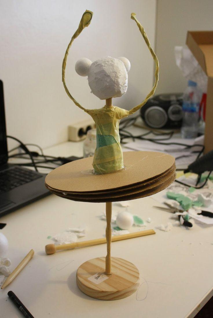Amandadas: Estructura de papel maché: BAILARINA