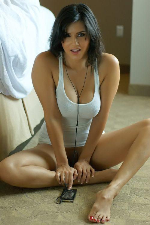 http://i1.wp.com/i.pinimg.com/736x/32/ff/56/32ff56133650aae5c1d5b26b313e613a--brunettes-sexy-women.jpg?resize=696%2C1046&ssl=1