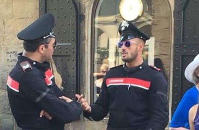 Ma quanto è aderente la nuova divisa? C'è chi apprezza e chi ha già deciso: ''Il carabiniere più bello d'Italia è lui, sulla destra''. Tutto quello che c'è da sapere e, soprattutto, la foto (diventata virale) per intero...