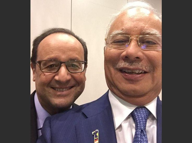 François Hollande sur un selfie du Premier ministre malaisien Najib Razak lors du sommet Europe-Asie 2014, qui s'est déroulé les 16 et 17 octobre à Milan