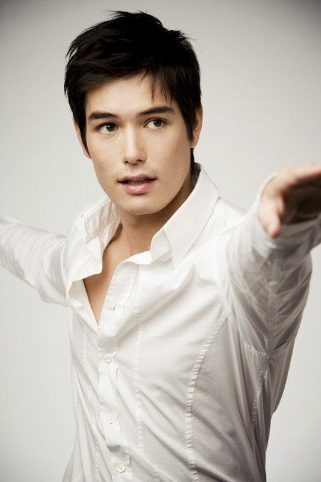 Dang, half korean men are really good looking. Exhibit A: Ricky Kim. Haha