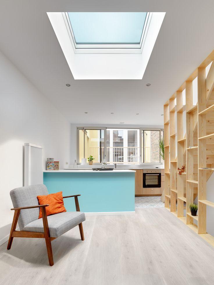 Open keuken met veel licht. Hout, knus, plat dak, appartement, arbeiderswoning, platdakraam.