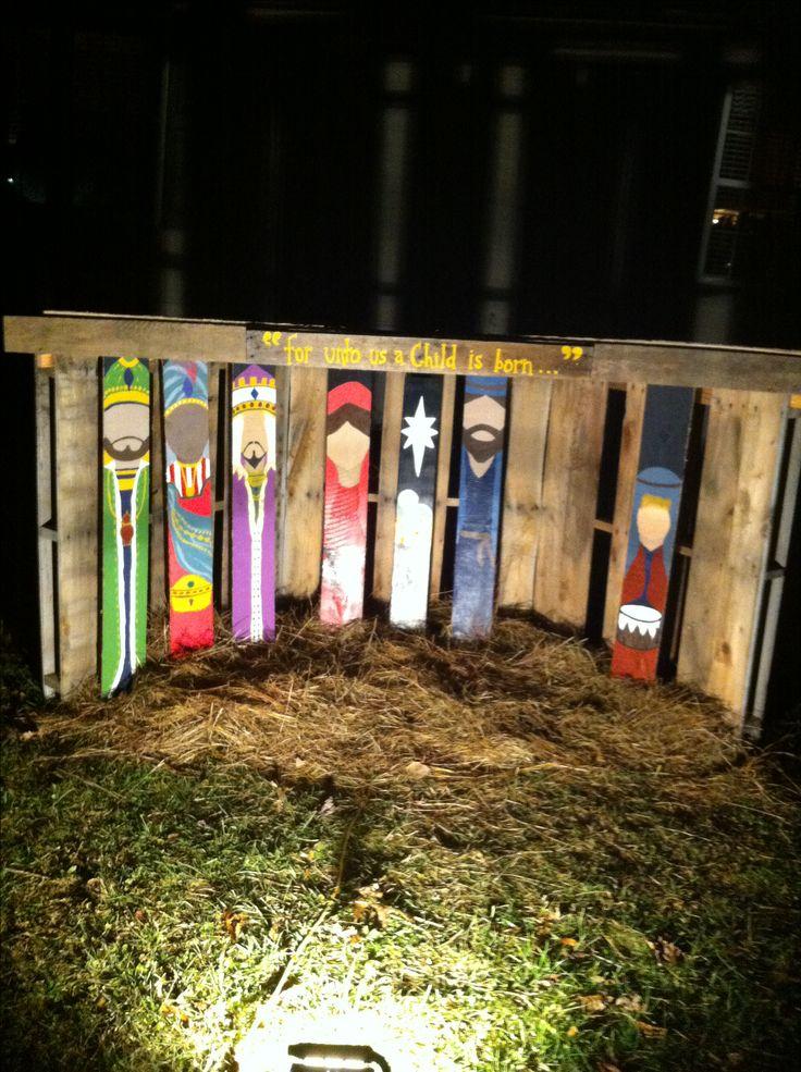 .. Paleta natividad pintada estable y la mano que hemos creado para la decoración del patio de la Navidad.
