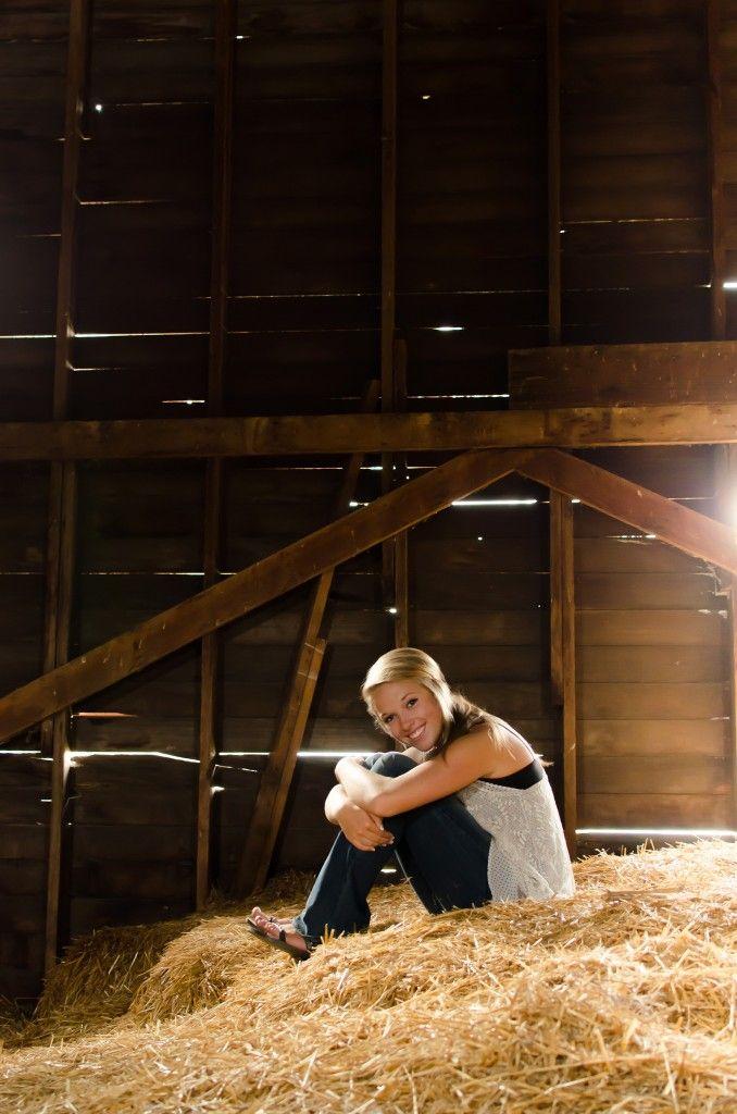 Senior Girl Photography | Hayloft | Senior Photos on Farm | Mad Photo & Design, Le Mars, IA Senior Portrait Photographer