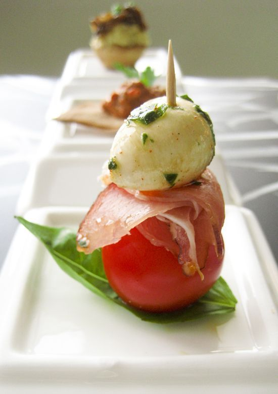 Marinated bocconcini (mini mozzarella balls), prosciutto and cherry tomato skewers INGREDIENTS for about 35 skewers 250g bocconcini olive oil parsley and fresh basil leaves, 3 tbsp in total, chopped paprika 500g cherry tomatoes 150g prosciutto crudo slices wooden toothpicks Salami and pepperoni instead of prosciutto