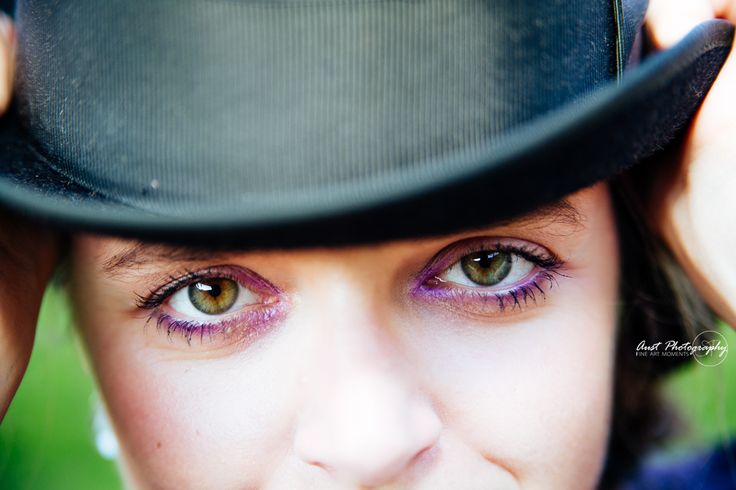 Gesicht mit grünen Augen und Hut - portrait of a girl with amazing green eyes