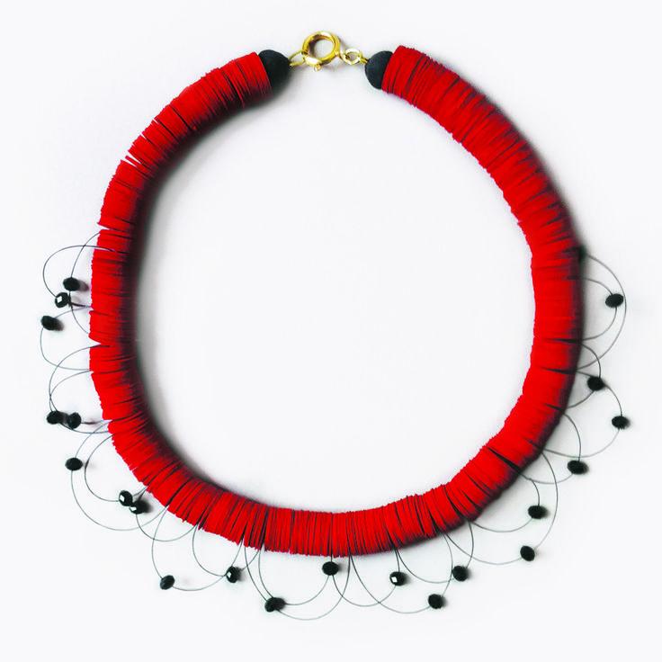 Collana Girocollo in Carta Rossa e Cristalli Neri Swarovski - Stelle dell'Universo in rosso | Olalla