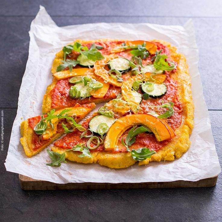Pizza mal anders: Diese köstliche Variante aus saisonalen Zutaten ist einfach zuzubereiten und schmeckt genial. Glutenfrei ist das großartige Rezept aus Gaumenkino auch noch. Foto: © Wolfgang Hummer (wolfganghummer.com)